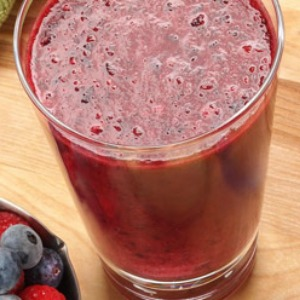 Avocado, nut and berry smoothie