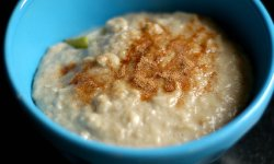 cinnamon sprinkled on porridge